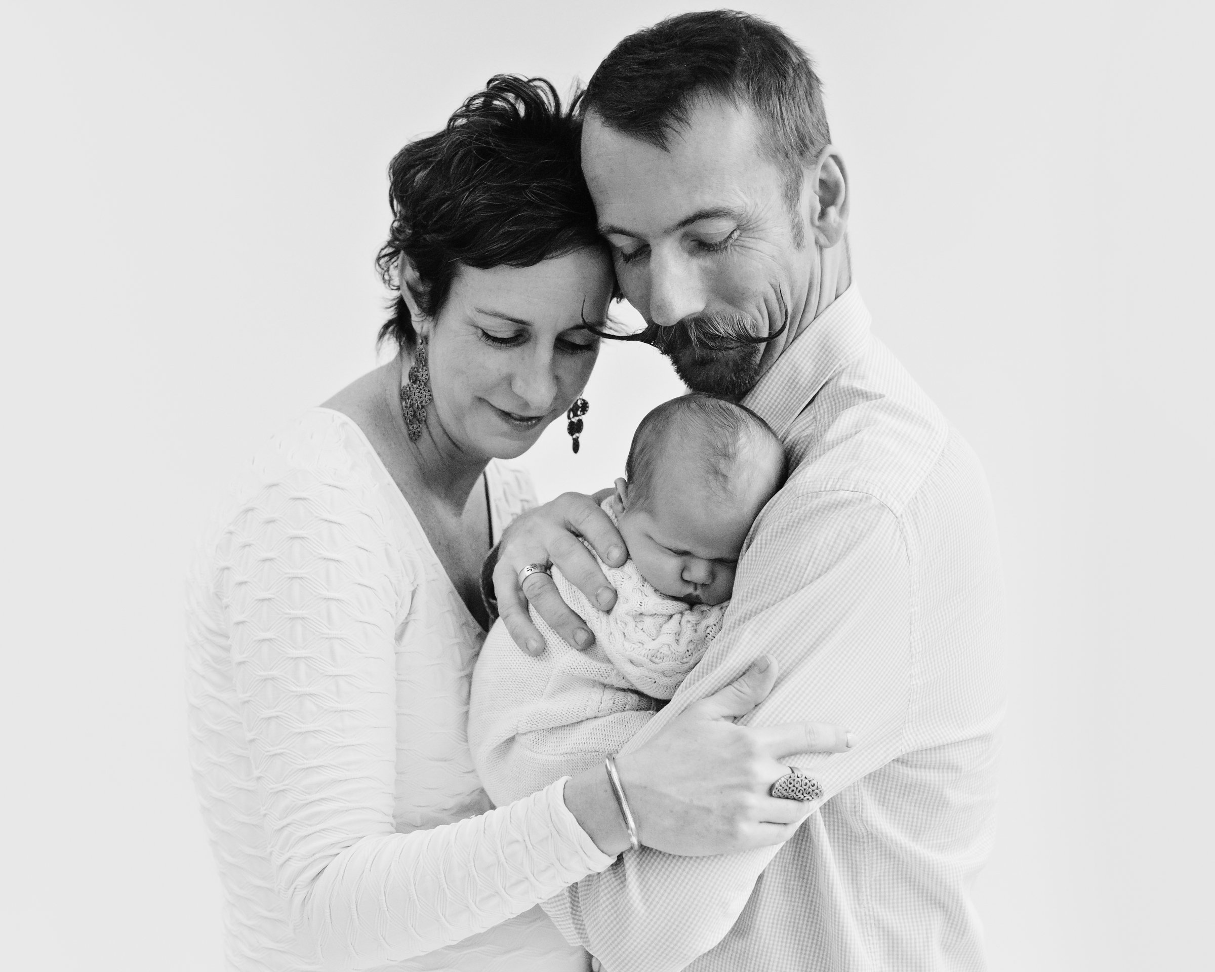 Lifestyle vs posed newborn photography - which is the best