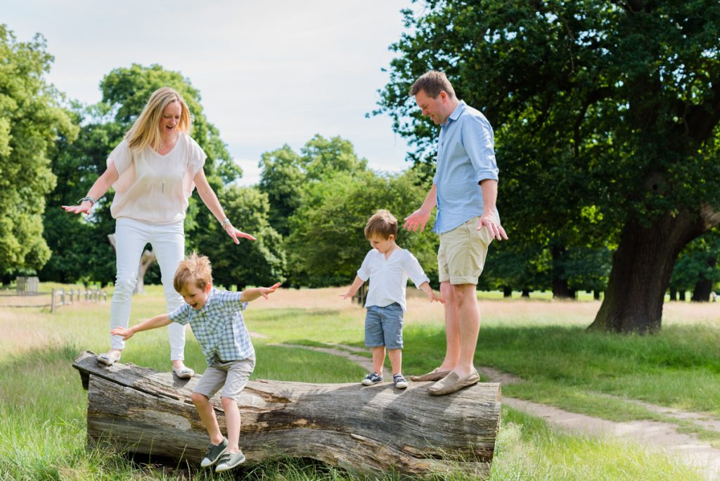 best time of year outdoor family pictures london surrey